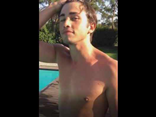 a torso nudo