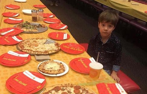 Bambino 6 Anni Non Ascolta.Invita I Compagni Di Scuola Alla Sua Festa Di Compleanno Ma Non