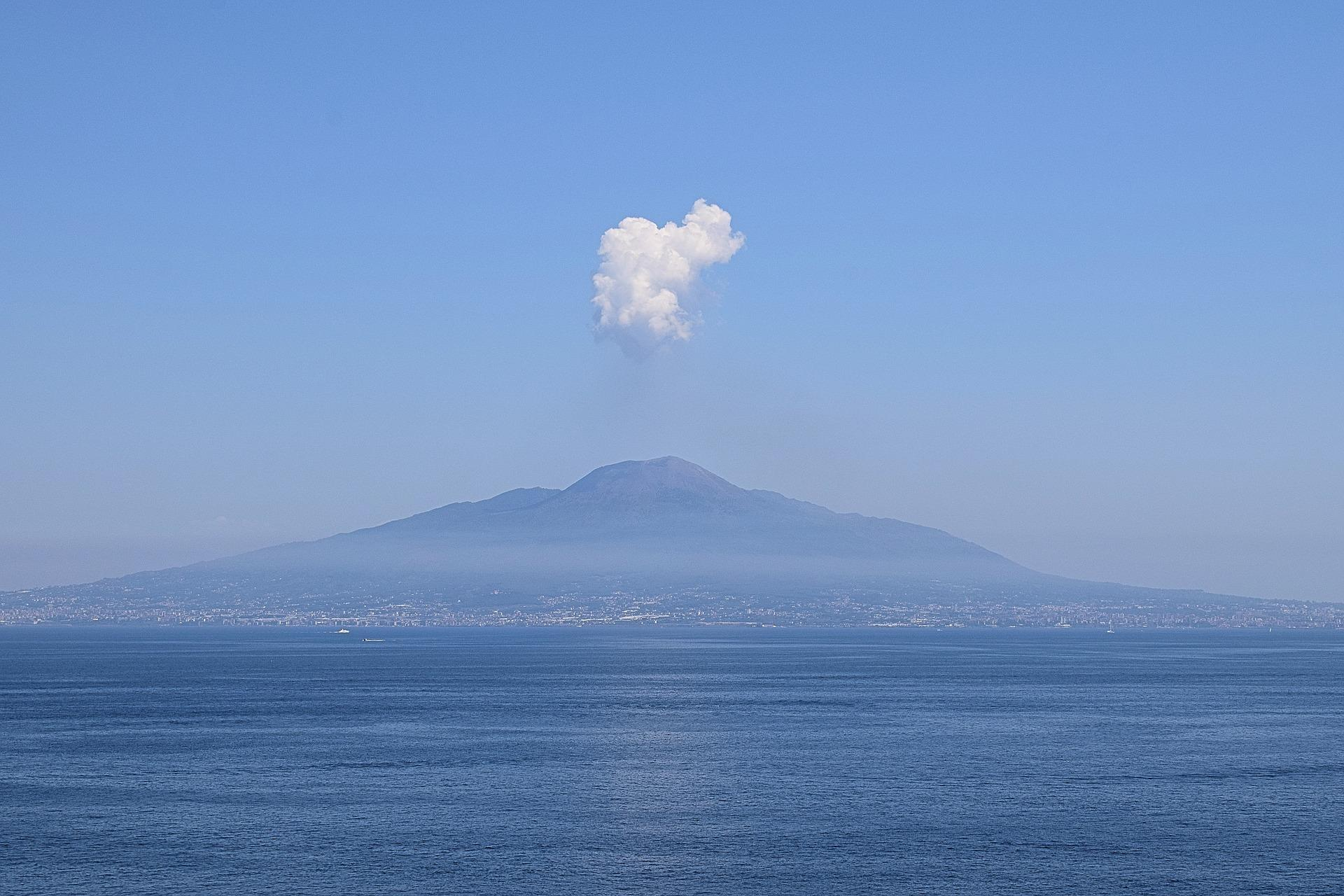 Vesuvio, in caso di eruzione gli abitanti di Pompei andrebbero in Sardegna  - Radio 105
