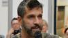 Edoardo Stoppa aggredito a coltellate a Battipaglia: ferito anche un poliziotto