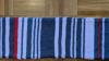 Allunga la sciarpa a ogni ritardo del treno: raggiunge 1 metro e mezzo e la vende a 7.550 euro