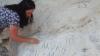 Influencer deturpa la scogliera Patrimonio Unesco per scrivere il suo nome