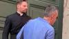 Il prete che celebra il matrimonio è così bello da diventare virale sui social: il video