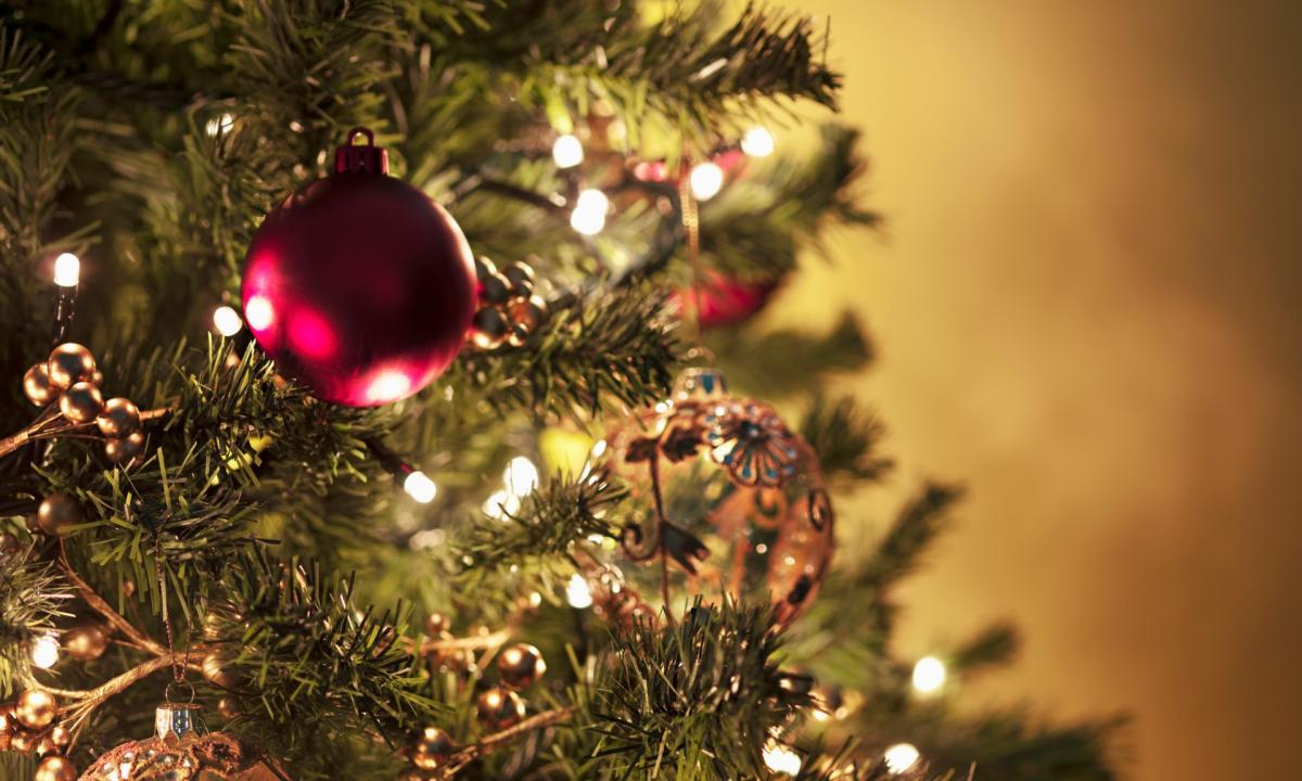 Addobbi Natalizi A 1 Euro.15 Euro L Ora Per Addobbare Gli Alberi Di Natale L Idea Di Due Sorelle Radio 105