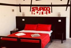 Un albergo di Rimini propone notti a 1 euro ai clienti che vorranno farsi spiare 24/24h