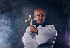 Ricomincia a Roma il corso per esorcisti: tanti i laici iscritti
