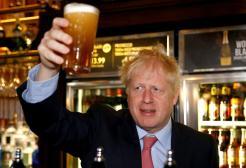 In Gran Bretagna si festeggia la fine del lockdown: riaprono i pub