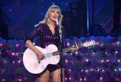 """Taylor Swift, la nuova versione di """"Red"""": """"Un cuore spezzato"""""""