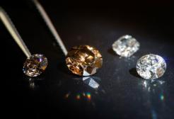 Perde 50 mila euro di diamanti al supermercato e non li torna a cercare