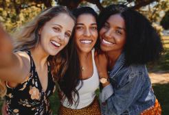 Donne single e senza figli: sono statisticamente più felici