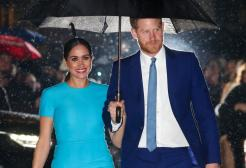 La Regina ha deciso: Harry e Meghan ufficialmente privi di ogni titolo e incarico reale.