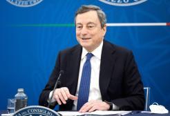 """Draghi: """"Prenotate le vostre vacanze in Italia"""""""