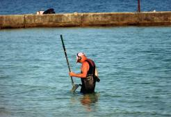 Una donna milanese in vacanza perde l'anello da 6mila euro in mare a Rimini