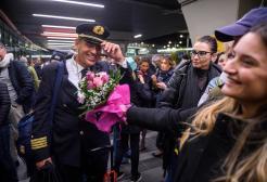 Dopo 75 anni ieri sera l'ultimo commovente volo Alitalia