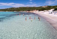 Isole covid free: la proposta del ministro del Turismo Garavaglia fa polemica