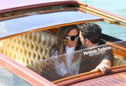 Jennifer Lopez e Ben Affleck baci in Laguna