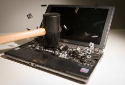"""Via libera degli esperti alle """"botte sul computer"""" per farlo funzionare"""