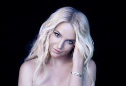 Britney Spears cambia look e sfoggia i capelli rosa