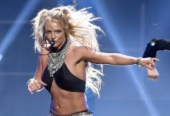 Britney in topless via social