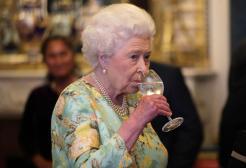 Niente più alcol dopo cena per la Regina Elisabetta