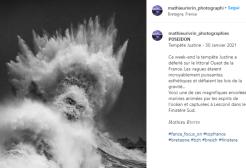 Nello scatto perfetto Poseidone appare in mezzo alle onde