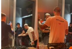 Schiamazzi a casa di Corona: arriva la polizia ma lui non fa entrare gli agenti