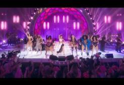 """Miley Cyrus si scatena e canta """"Believe"""" di Cher per il Pride Month"""
