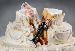 Lasciata all'altare dal futuro marito, sposa uno degli invitati