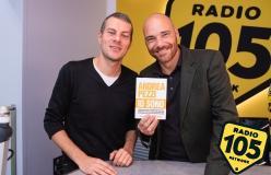"""Andrea Pezzi a 105 Mi Casa per presentare il libro """"Io sono"""""""