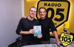 Andrea De Carlo a 105 Mi Casa per presentare la nuova edizione del libro Due di due!