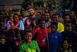 Zac Efron sta bene dopo la paura in Papua Nuova Guinea: l'annuncio social