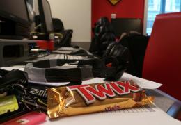 Scrivi il nuovo spot per TWIX® e vinci una giornata da protagonista negli studi di Radio 105