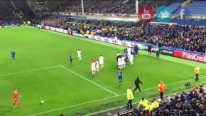 Una partita di Europa League finisce a calci e pugni