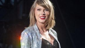 Taylor Swift non può cantare in tv le sue canzoni fino a fine 2020: lo sfogo contro Scott Borchetta e Scooter Braun