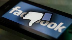 Annunci per soli uomini su Facebook: la protesta delle donne