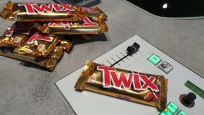 Scrivi uno spot per Twix e vinci una giornata in radio!