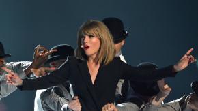 Taylor Swift entra nel negozio e compra… il suo nuovo disco. Ecco la reazione dei fan