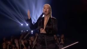 Christina Aguilera, spettacolare tributo a  Whitney Houston agli American Music Awards