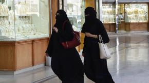 Svolta in Arabia Saudita: per le donne non è più obbligatorio l'abito nero coprente