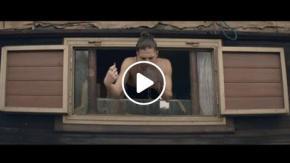 Damiano (Måneskin) senza maglietta nel nuovo video 'Morirò da re'