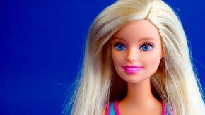 La Mattel svela il cognome di Barbie e internet impazzisce