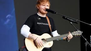 Ed Sheeran interrompe il suo concerto (due volte) per andare in bagno