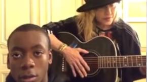 """Madonna canta """"Can't Help Falling in Love"""" con il figlio David. Guarda il video"""