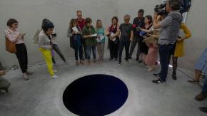 Turista italiano precipita in una scultura e finisce in ospedale