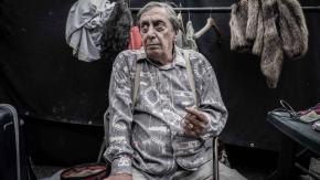 """L'attore Flavio Bucci confessa: """"Ho speso tutto in alcol e droghe"""""""