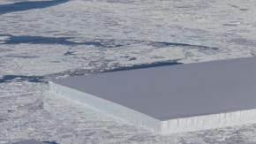 La Nasa ha fotografato un iceberg perfettamente rettangolare