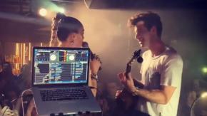 "Miley Cyrus e Mark Ronson cantano a sorpresa ""Nothing Breaks Like a Heart"" in un club di Londra"