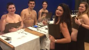 Chiuderà il ristorante nudista a Parigi: non ci andava nessuno