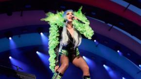 Lady Gaga ricorda Steve Jobs durante il concerto a Cupertino