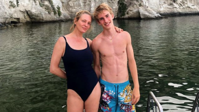 Uma Thurman è in vacanza a Ischia con il figlio Levon